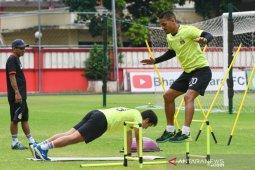 Kiper Bhayangkara FC Wahyu Tri Nugroho sempat pesimis liga bisa dilanjutkan