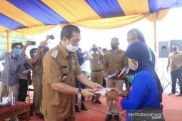 Pemprov Kaltim salurkan JPS kepada 902 orang penerima di Kukar