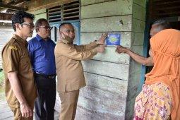 Wabup Effendi salurkan bantuan RTLH dan santunan anak yatim