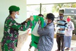 TNI AD bantu APD bagi 100 tukang ojek di Kota Sorong