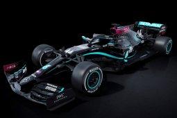 Mercedes tampil dengan livery hitam musim ini lawan rasisme
