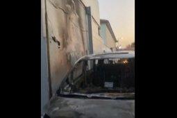 Via Vallen panik, mobilnya terbakar