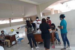 56 pedagang Pasar Pidada Denpasar jalani tes cepat COVID-19