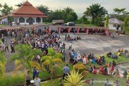 Masyarakat tiga desa di Seluma demo Bupati