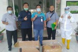 BPJS Ketenagakerjaan Toba Samosir serahkan bantuan APD ke RSUD Porsea