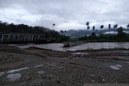 BPJN : Jembatan Waikaka yang miring difungsikan sementara