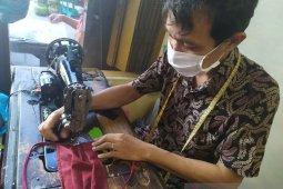 Masker kain, penghasilan penopang para penjahit di masa pandemi COVID-19
