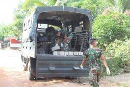 Penuhi kebutuhan, Serka Andi antar material batako ke Gereja Pante Kosta