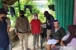 Jalan terjal para pejuang demokrasi di desa terpencil