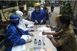 Para pegawai kecamatan/kelurahan di Kota Tangerang jalani tes swab