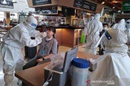 Dinkes Kota Bogor lakukan swab test terhadap karyawan toko swalayan