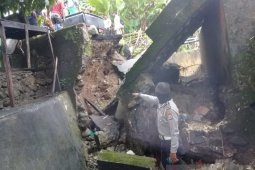 Erosi akibatkan jalan lintas Negeri Lima - Kota Ambon terputus