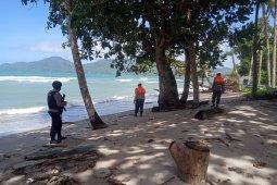 Brimob Polda Maluku patroli siaga bencana di pantai Natsepa