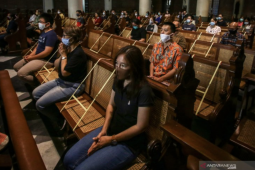 Places of worship adapt to new normal, strive for safety