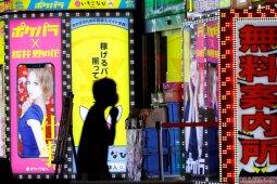 Adaptasi kebiasaan baru, Jepang larang ciuman di bar