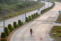 Latihan mandiri atlet balap sepeda