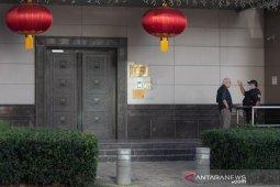 Sekelompok orang membuka paksa pintu gedung konsulat China di Houston
