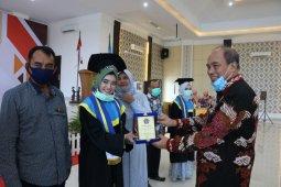 Wisuda Ahli Madya Akbid Pemko Tebing Tinggi angkatan terakhir.