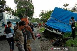 Rem truk bolong, pengendara motor tewas di jalan lintas Parapat
