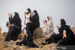 Setelah melaksanakan wukuf, jamaah haji mulai perjalanan dari Arafah ke Muzdalifah