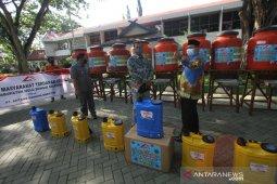 Antang Gunung Meratus Serahkan Bantuan Untuk Masyarakat di HSS