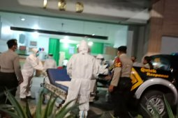 Seorang ibu melahirkan  di mobil patroli polisi tanpa bantuan medis di Bali
