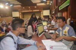 Ribuan mahasiswa Unej bebas uang kuliah tunggal dan dapat relaksasi