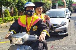Ratusan lulusan UWKS diwisuda secara