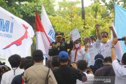 Ketua DPRD Kalsel Bersama Buruh