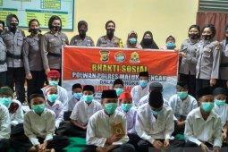 Polres Malteng berikan Al Quran kepada anak yatim dan ponpes