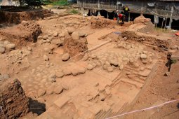 Ekskavasi bangunan cagar budaya situs Kumitir