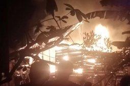 Kebakaran hanguskan rumah panggung milik Effendi
