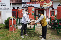 Relawan Sinar Mas bagikan 1.100 masker kepada warga Tanjab Timur