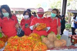 Putri Koster minta ASN berbelanja di Pasar Gotong Royong