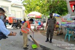 Warga Gorontalo tidak gunakan masker dihukum sapu jalan