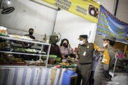 Pemkot Jaktim tutup paksa sembilan perusahaan dan 40 rumah makan selama 3x24 jam