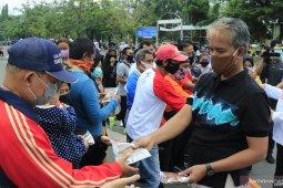 Wawali dan sekda bagikan masker di sela Gebrak Masker