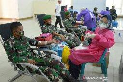 Donor darah HUT TNI di Aceh