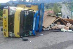 Rawan kecelakaan, satu truk terbalik di tanjakan Lukup Badak Takengon