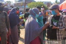 IPMA Lutim Burau bagikan 1.000 masker di Pasar Lambarese