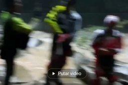 Video-Pencarian korban diduga hilang di Air Terjun Tembinus