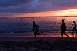 Keindahan sunset di Pantai Senggigi