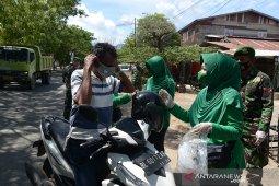 Ibu Persit Kodam IM bagikan masker gratis