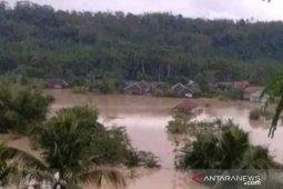 Banjir rendam ratusan rumah di Kabupaten Cianjur