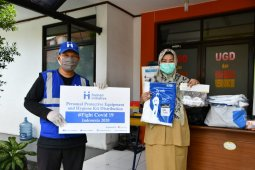 Human Initiative bersama Give2Asia distribusikan paket APD
