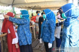 PKK Lutim bagikan 1.000 masker di Pasar Lambarese