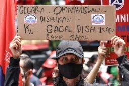 Polisi tutup jalan Patung Kuda arah Istana Merdeka antisipasi unjuk rasa