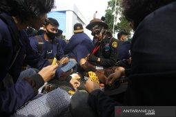 Aksi Mahasiswa Tolak Omnibus Law Di Banjarmasin