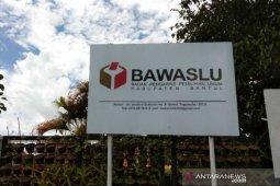 Bawaslu Bantul menertibkan ratusan alat peraga kampanye enam kecamatan