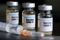 Vaksin COVID-19 dalam teori konspirasi dan harapan pengakhiran pandemi
